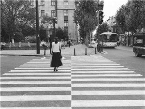街拍人文《逆行》