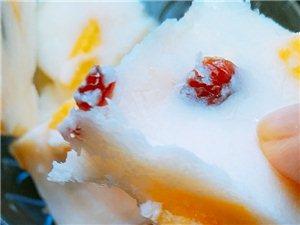 自己在家做的冻酸奶,加了蔓越莓干和芒果,很好吃哦!