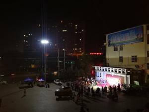 2018年7月3日晚8:00,龙山公园广场,人头攒动,弦乐飘飘。澳门地下赌场网站新时代戏曲文化艺术团消夏晚会隆重