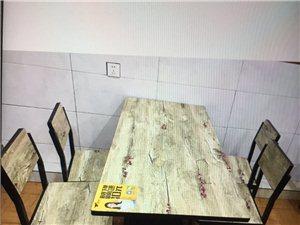 现有五套餐馆桌椅低价急售,才用三个月,基本都是新的,有意者联系15696930022,黔江