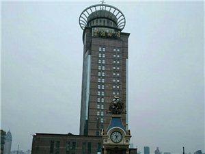 今年上海的天�膺�不算�幔�一般30度左右。