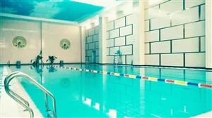 招暑假游泳班(六周�q以上的小孩)