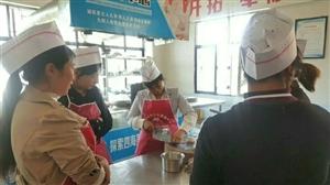 学厨师首选镇雄厨师培训中心,开设烹饪班,中、西式面点班,家庭主妇班等。活动期间前30名免费�铭铭妹�额