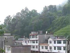 澳门赌场网址大雨致使山顶滑坡、房屋受损
