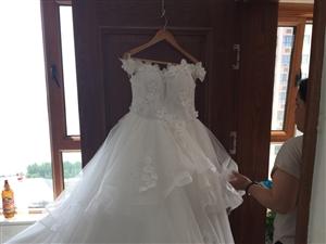 婚纱出卖有头纱裙撑  就典礼穿了半个小时  原价560买的 现在便宜出卖