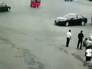 大千世界…车撞撵压司机数次
