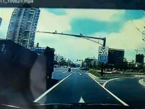 名鹰服装厂十字路口的一起车祸