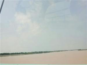 昔日的黄河大桥收费站人去楼空,已成为历史史!