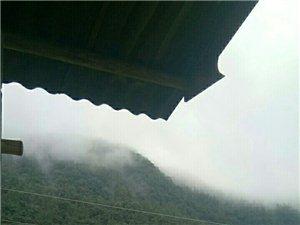 《山雨》�D�D雨后亭台望山