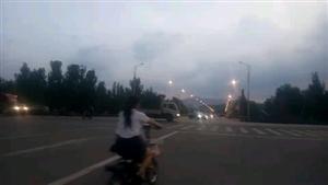 涉县迎春街与滨河路交叉口,迎春大桥处红绿灯已多日不亮!不知道是归哪个部门管?