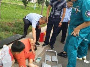 漯河一中年女子和儿子走亲戚晕倒路边,幸亏好心人相助。