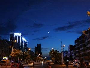 临泉的白天与黑夜