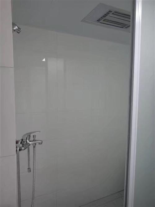 华荣上海城2室2厅2卫1500元/月