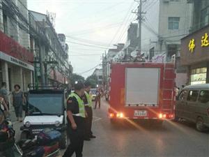 遂平一居民家煤气罐着火,消防巡逻队紧急救援!