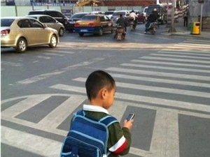 手机绑架的小朋友