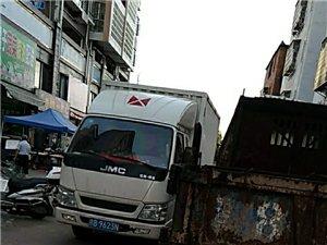 楂林工业园贡江雅苑农贸市场僵尸车占用公共马路