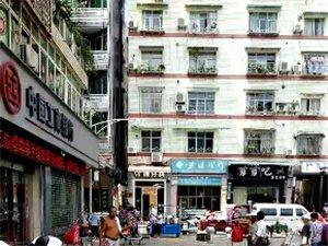 古宋博都广场工商银行大门口外面,如此的脏和乱。