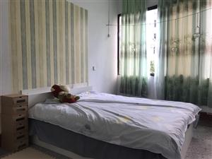 新买一米五床一架,要搬家了。放在那里没用过。床垫和床分开的一起卖。15223927775