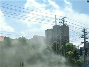 微友爆料!中午12:00左右,中港路口的弱电控制箱发生了自燃!但很快被扑灭了!没有发生大的事故,下午
