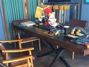 出售二手桌子和椅子6根。价格600。买成3200。