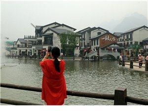 兴隆县青松岭塞外江南水镇位于兴隆县青松岭镇,是承德市首届旅发大会重点观摩项目和开幕式承办地。水镇占地