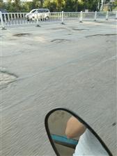 交通路闫庄路段全是大坑没人管