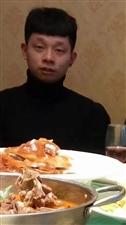 这是过年儿子回来,在饭桌上照的。
