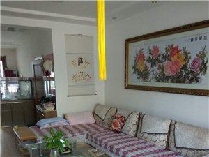 房屋出售位于白银九中斜对面工商局家属院有一套两室两厅住房和一间车库同时出售。住房:面积94平方米