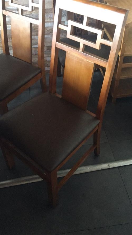 飯店桌椅轉讓只用了兩月。有需要電聯17778095560