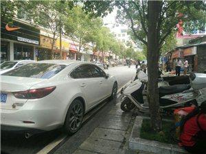 镇雄私车乱停嘛!!!这里的费用可比停车场贵多了!!