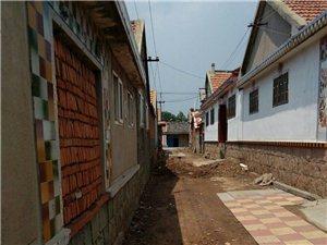 即墨区的都看看这样的街道让人怎么走,这是段泊岚镇东瓦一村的街道从侧所改造到现在己将近一个月了让我们怎