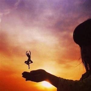 早安成长是分两半的一半在上帝手中,那是宿命另一半在自己手中,那是拼命??早安,新的一天