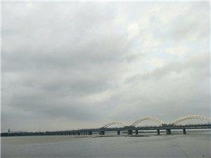 远观江上大桥