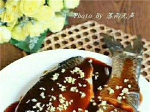 西湖醋鱼材料:草鱼一条(1斤半左右)、绍酒50克、玫瑰浙醋70克、湖羊酱油75克、白砂糖80克、生