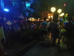 滨江之夜醉迷离,苍溪夜晚的滨江路总是异常的热闹