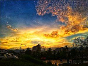 夕阳下的君山广场