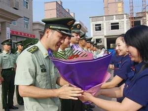 他们把鲜花送给最可爱的人,向伟大的中国军人致敬!