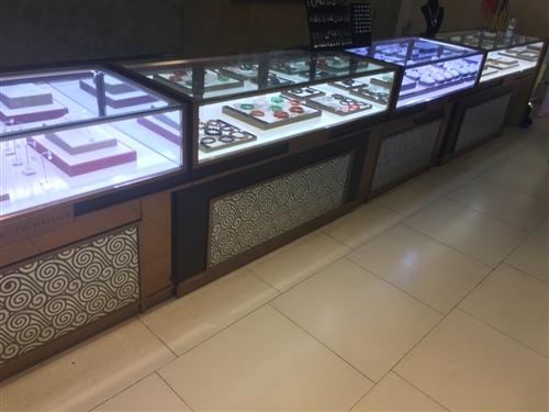 9成新柜台出售.用了2个月,本人去新店发展,7节柜台,适合做手机,珠宝,黄金,首饰,银饰300百一节...