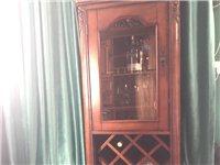 家具,床上用品 圖一原木酒柜賣,全新800元,圖二圖三宜家的折疊沙發床1000元(床墊和床套免費贈送...
