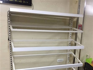急售 急售  出售1米9冰柜 全冷冻 小展柜一个 带盒子 保证便宜 有需要的赶快联系我把