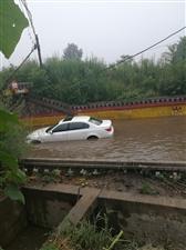 看这场雨下的,可真大,丁营涵洞那里,车都走不了拉