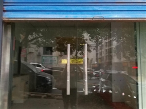 商铺位于人民西路总爷府楼下中间临街位置,44平米门店,现出售总价46万元,有意者价格可再面谈。