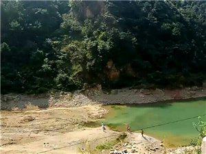 山阳十里薛家水库有人忽视危险游泳