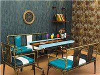 刚购买全新未使用的美式工业风铁艺沙发组合。1.8米沙发一个带靠垫,600元。1.2米沙发两个带靠垫,...