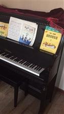 全新的钢琴价格美丽