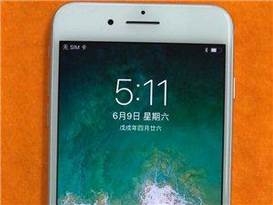 苹果8plus国行256G银色,不喜欢黑色和金色的可以下手了,成色完美6个月官方保修,原价6888元...