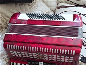 天津鹦鹉手风琴 96贝斯 红色 全新~2600元购买,买来后没有继续学习,现在1600元出售~