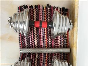 哑铃,25公斤一个,不单卖,150元,还有链接杆,可以组成杠铃,有喜欢的可以联系我
