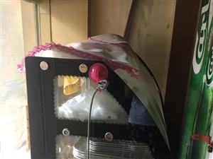 现有食品展示柜一台1.6米宽,装有?#27597;?#22823;轮?#27185;?#21435;年12月买的,只用了三个月,九五成新,一台立柜,一张...