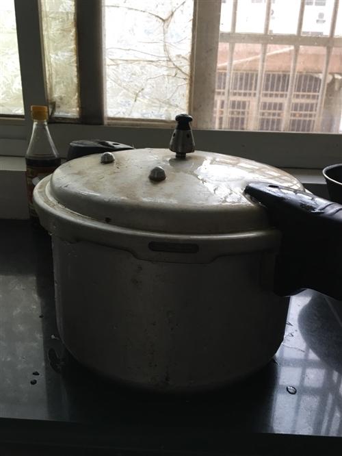 饭店没干了。处理九成新高压锅,榨汁机。价格面议